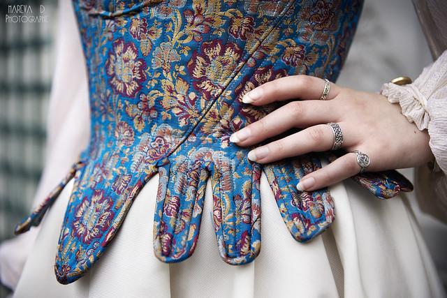 Détail du corset en brocart de soie
