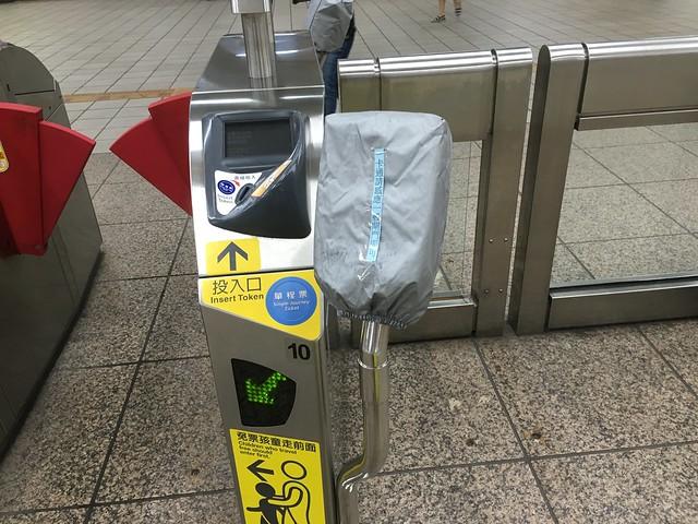 2016 年 7 月 1 日起,台北捷運全閘門可使用一卡通+悠遊卡!不必再走寬閘門囉!