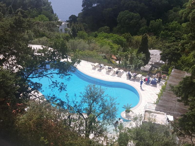 Capri pool