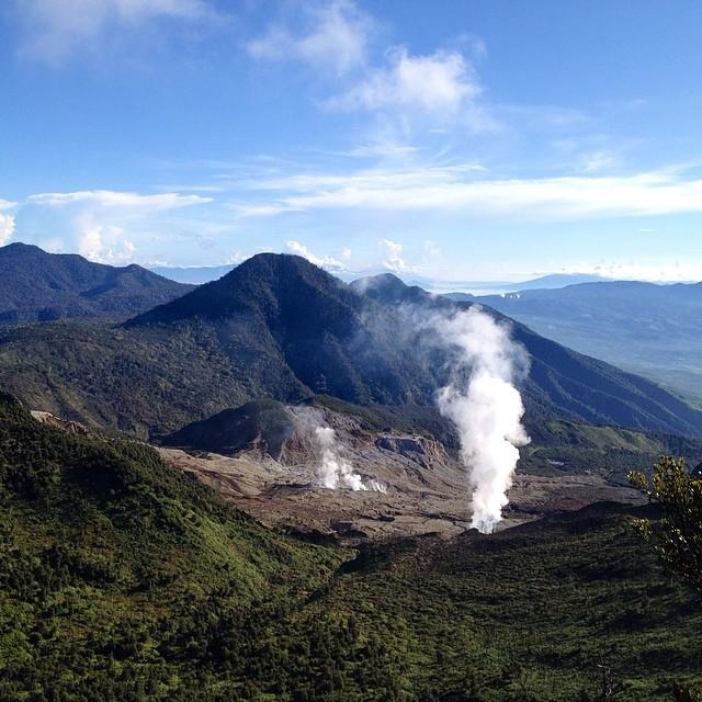 Papandayan Crater #papandayan #crater #garut #instanusantara #nofilter #indonesia #mountain #sky #photo #igdaily