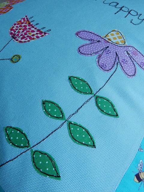 Bee cushion (9)