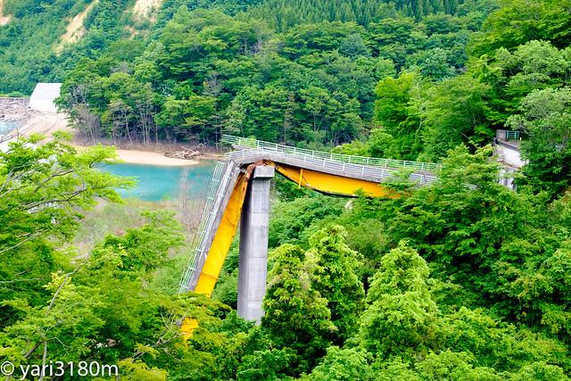 2008年岩手・宮城内陸地震で崩壊した旧祭畤大橋