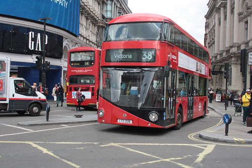 Arriva London North LT226