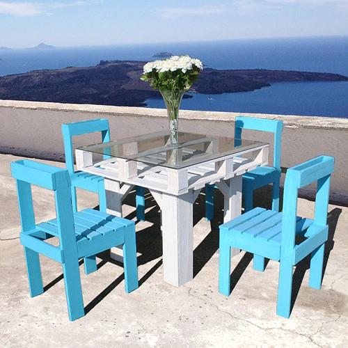 http://bit.ly/1pE1vNI | Conjunto de #mesa e #cadeiras em #pallets .. Tampo em #vidro .. #Cores variadas. Para sua #Casa #Negócio #Bar #Restaurante #PauBrutus #Brasil