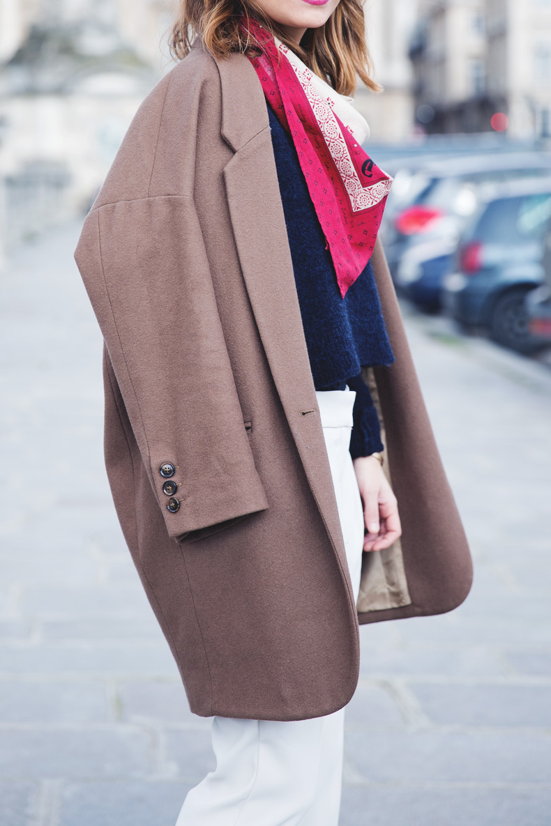 WHITE_TROUSERS-HAT-SCARF-BLUE-CAMEL_COAT-PFW-STREET_STYLE-14