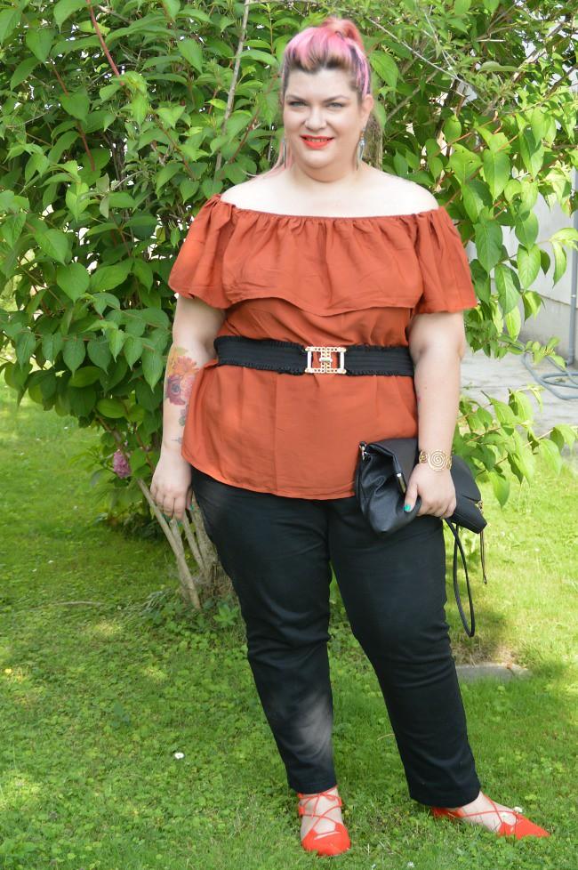 Outfit nero e arancio (4)
