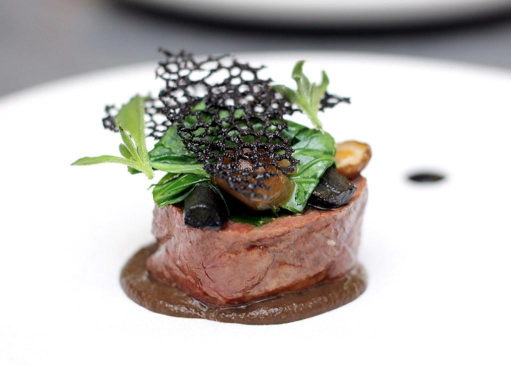 Whitegrass餐厅用苏格兰高地的草食牛肉