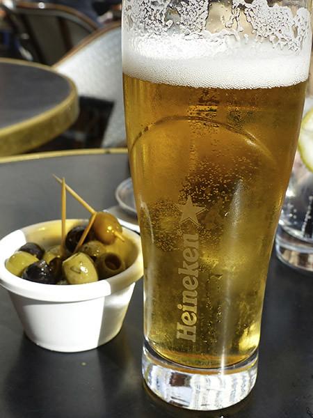 bière et olives