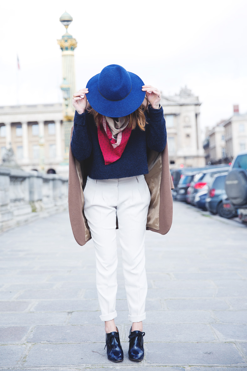 WHITE_TROUSERS-HAT-SCARF-BLUE-CAMEL_COAT-PFW-STREET_STYLE-21