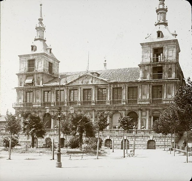 Ayuntamiento hacia 1905 fotografiado por Alois Beer. Fotografía editada y publicada por E. Mazo para linterna mágica MTFFD026484_P mazo