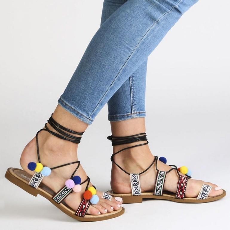 Aztec pom pom sandals, pom pom sandalen, fashionblogger, fashion is a party, aztecprint, pompom sandalen, pompom shoes, pom pom sandals, public desire, sandaaltjes, damesschoenen, schoenentrends 2016, budgetvriendelijk, leuke sandalen, leuke webshop, online shoppen