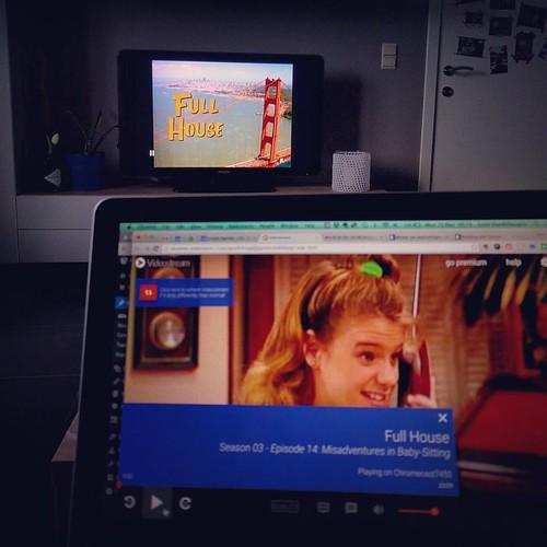 Zoooo blij met m'n nieuwe speelgoed. En ook: vroeger waren tv's vierkant! 😍 #nostalgie #fullhouse #bingewatching #chromecastlove