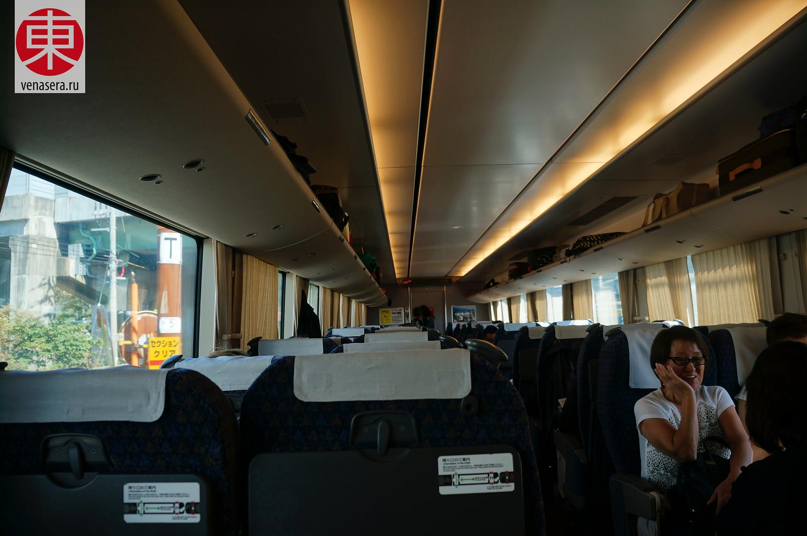 Поезд Thunderbird (サンダーバード), который курсирует по маршруту Осака - Тояма.