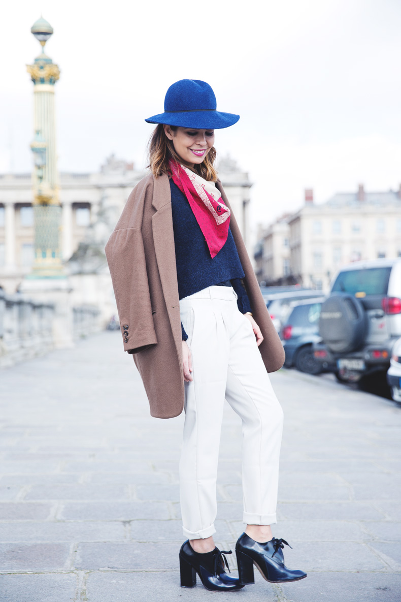WHITE_TROUSERS-HAT-SCARF-BLUE-CAMEL_COAT-PFW-STREET_STYLE-18