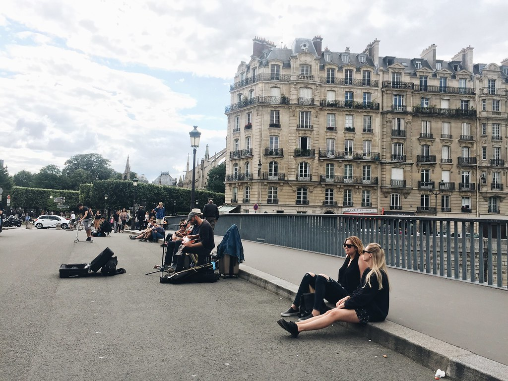Paris 2016 music street buskers