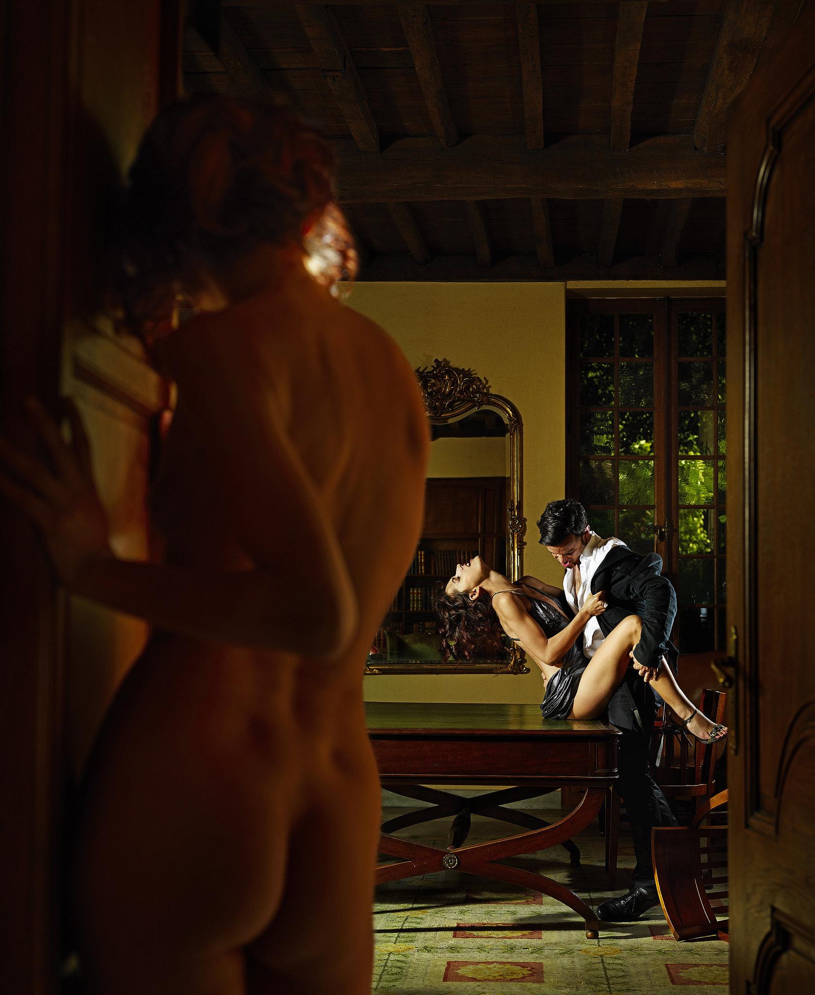 Смотреть интересный эротический сюжет 3 фотография.