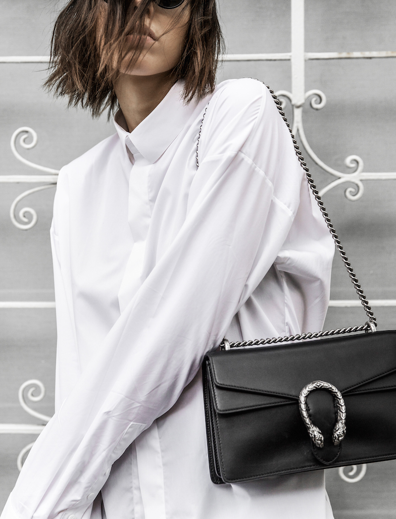 FARFETCH x MODERN LEGACY statement shirt overlong sleeves Ellery cropped flare Celine sneakers Gucci Dionysus bag black fashion blogger monochrome minimal street style (9 of 11)