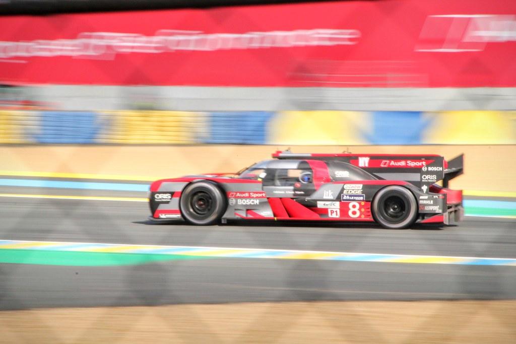 #8 Audi R18 - Hybrid at Dunlop chicane