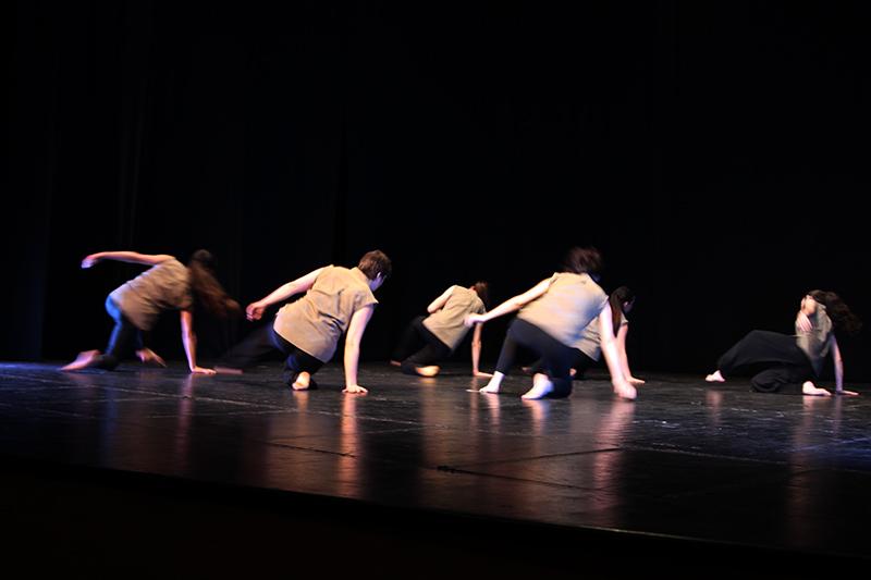 kinoumestudio-performance-falling-lines-1