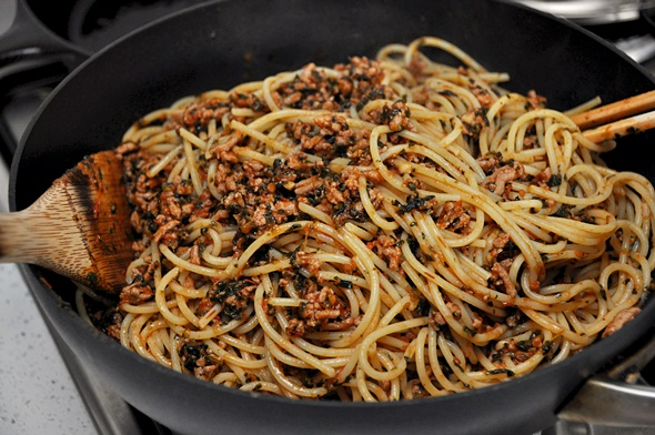 Turkey & Spinach Bolognese | www.fussfreecooking.com