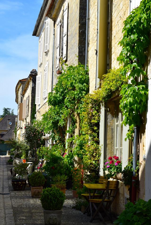 Side Streets in Beaumont-du-Perigord | www.rachelphipps.com @rachelphipps