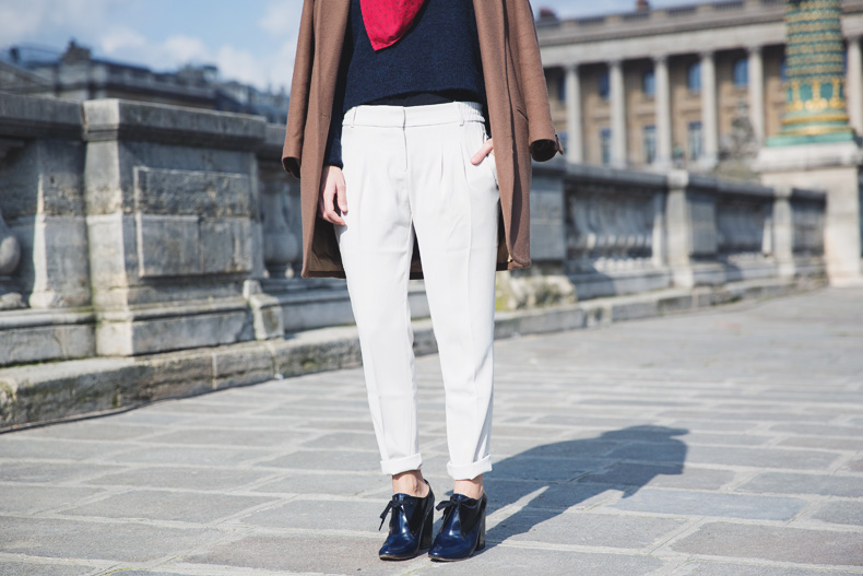WHITE_TROUSERS-HAT-SCARF-BLUE-CAMEL_COAT-PFW-STREET_STYLE-33