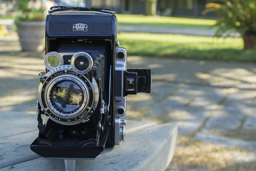 CCR Review 42 - Zeiss Ikon Super-Ikonta 53 1/2