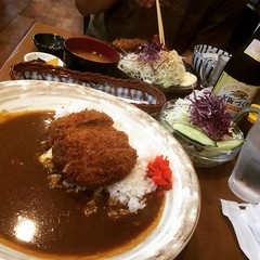 "eep! should've ordered a mini...chicken katsu cheese curry & ""mini"" salad...hubs helped me finish❤︎ #かつれつ亭 #石橋 #大阪 #katsuretsutei #ishibashi #osaka"
