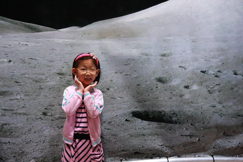 寶妹在月球上