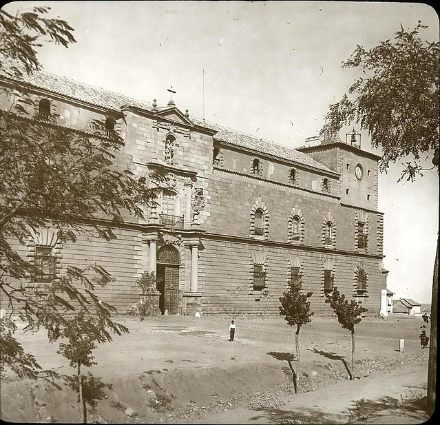 Hospital Tavera hacia 1905 fotografiado por Alois Beer. Fotografía editada y publicada por E. Mazo para linterna mágica MTFFD027814_P