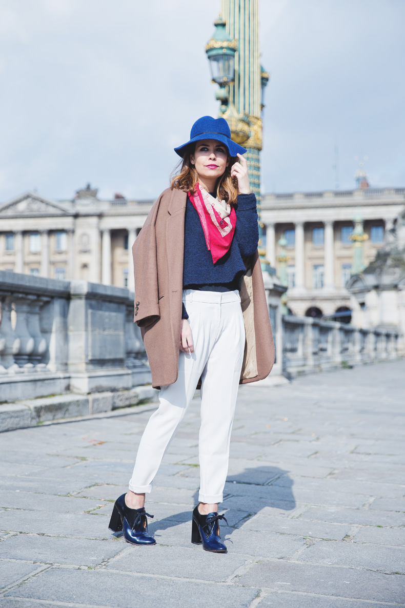 WHITE_TROUSERS-HAT-SCARF-BLUE-CAMEL_COAT-PFW-STREET_STYLE-7