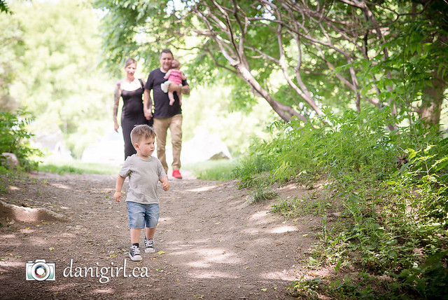 Candid, fun portraits of families and children by Ottawa family photographer Danielle Donders