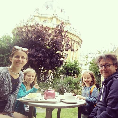 Scones, tea, goed gezelschap, in een wondermooie stad! #geenvastendag #feestdag #oxford #janne1709 #sien90210