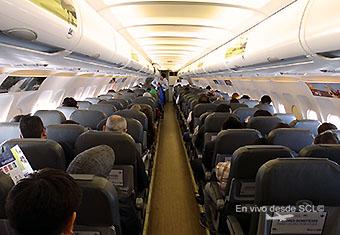 Sky A319 CC-AFZ interior con pax (RD)