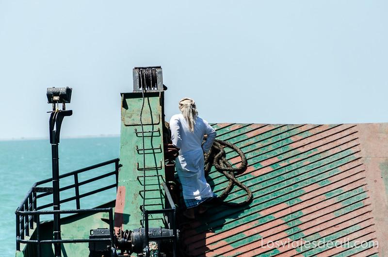 ferry que lleva a la isla de Masirah