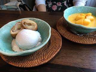 揚げバナナとココナッツアイス