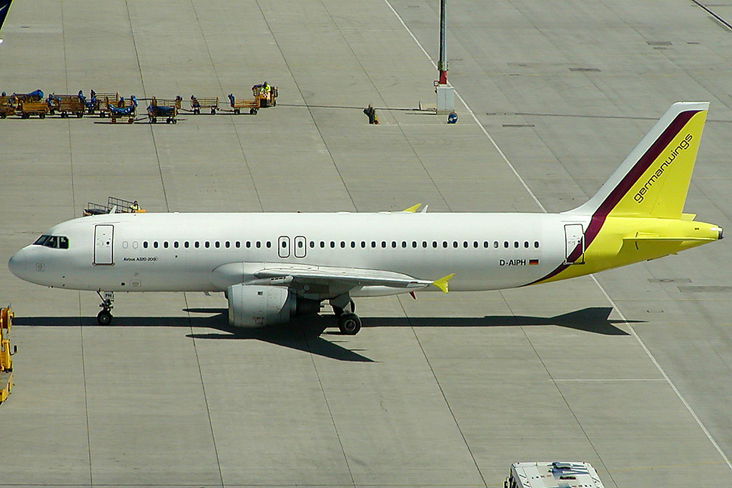 GermanWings Airbus 320-211 D-AIPH (c/n 0086) Leased from Lufthansa and therefore operated in white body-colors.