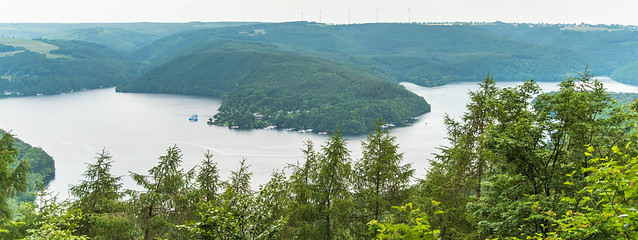 Blick vom Aussichtspunkt Hirschley auf den Rursee