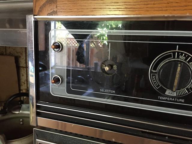 How do I set the oven mode?