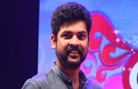 Vemal dancing with fans and encourages the initiative of Arco Iris Foundation Fund Raiser Event