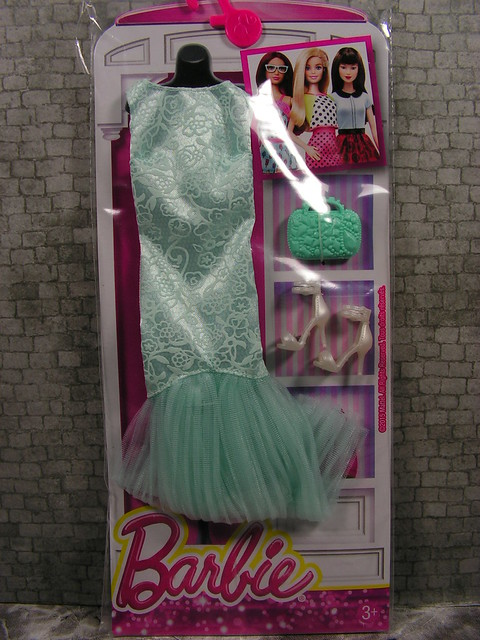 2015 Barbie Fashion DNV26