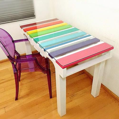 http://bit.ly/1pE1vNI | Así nos quedó el desk para nuestra clienta más pequeña después de su boceto. Nos encantó trabajarlo. 🌈 #treebones #treebonespallets #trendy #rainbow #color #df #diy #diseño #detalles #decoración #desk #escritorio #niños #me