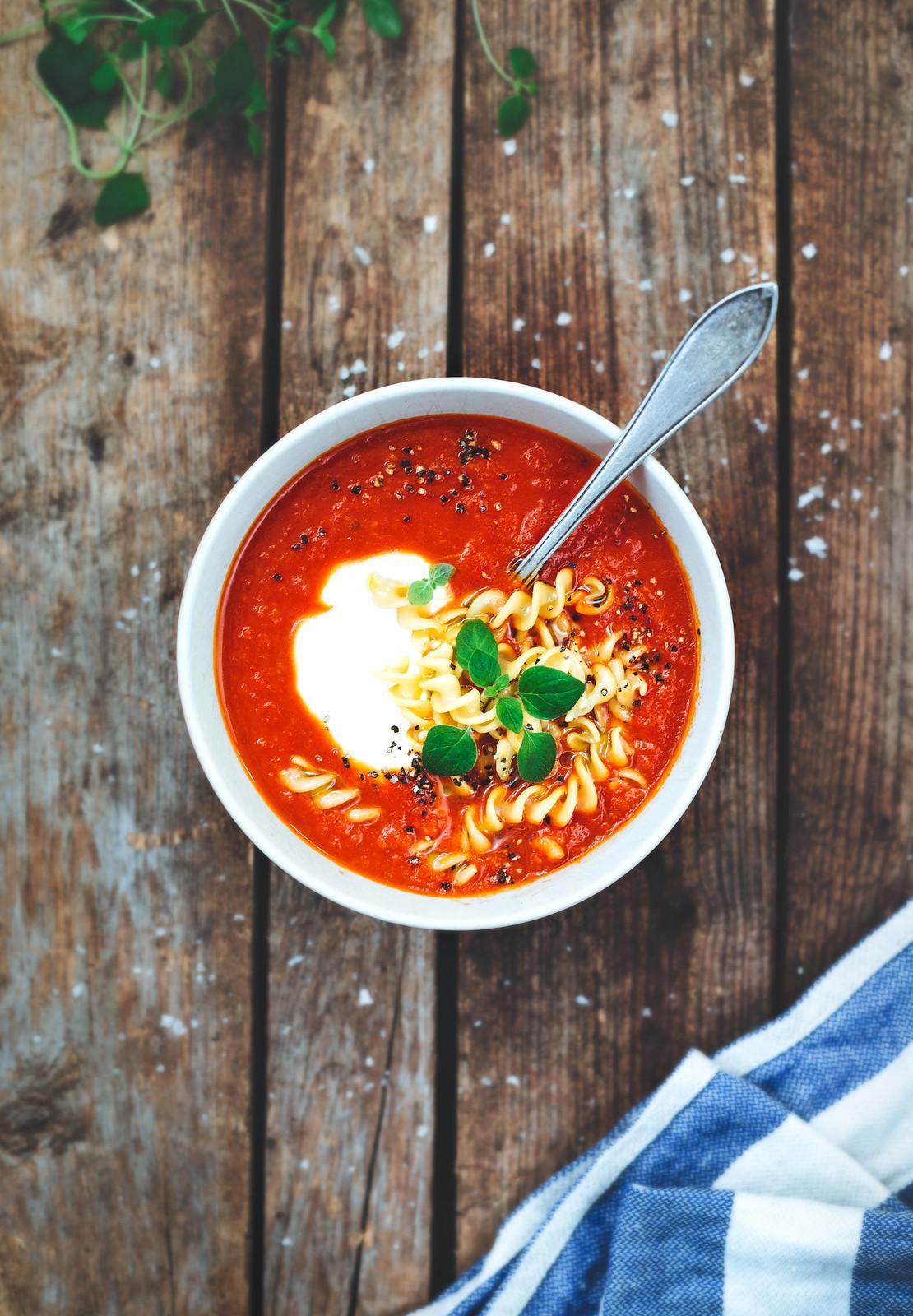 Tomatsoppa med kikärtspasta - Evelinas Ekologiska
