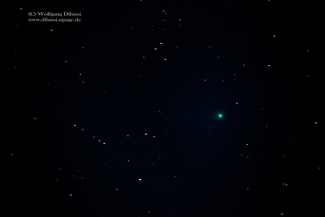 The comet Lovejoy (green)