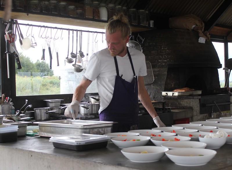 Vuurtoreneiland chefs prepping starters