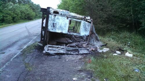 Мікроавтобус згорів, але всі вижили