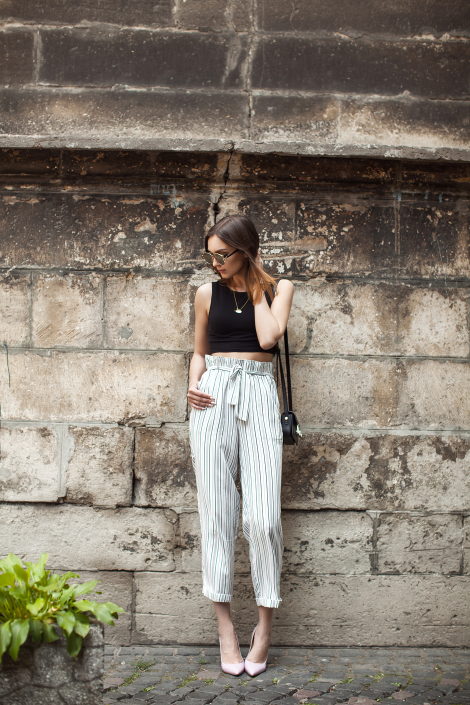 pink-heels-striped-pants-street-style-outfit