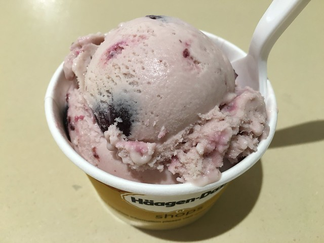 Black cherry amaretto - Haagen Dazs