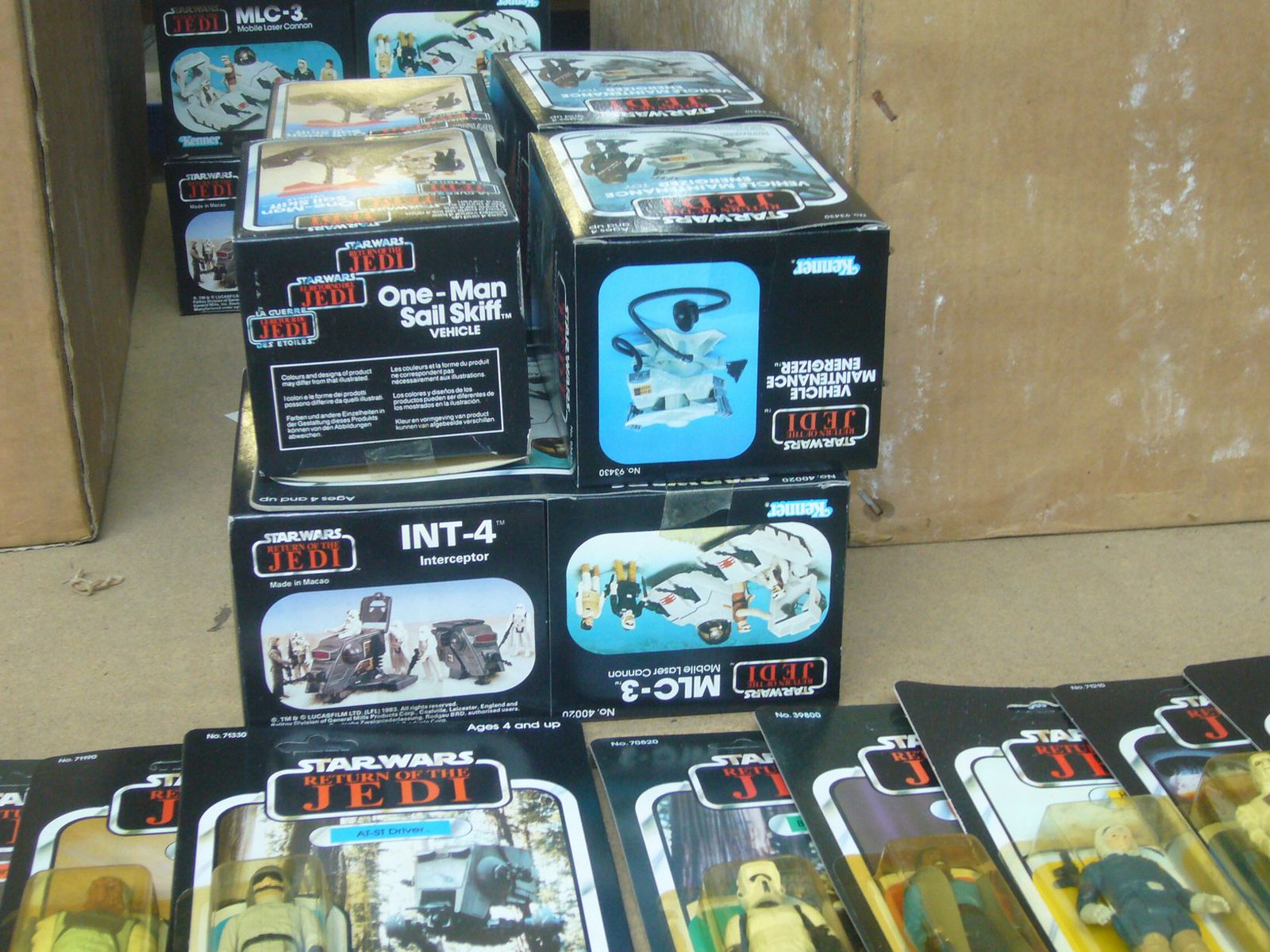 The Frank Beech retro toy shop - Star Wars Return of the Jedi action figures and Mini Rigs