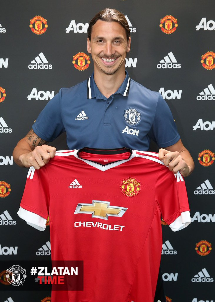 newest bbd9d d6871 Photos] Ibrahimovic 'graces' Man United jersey | Africanews